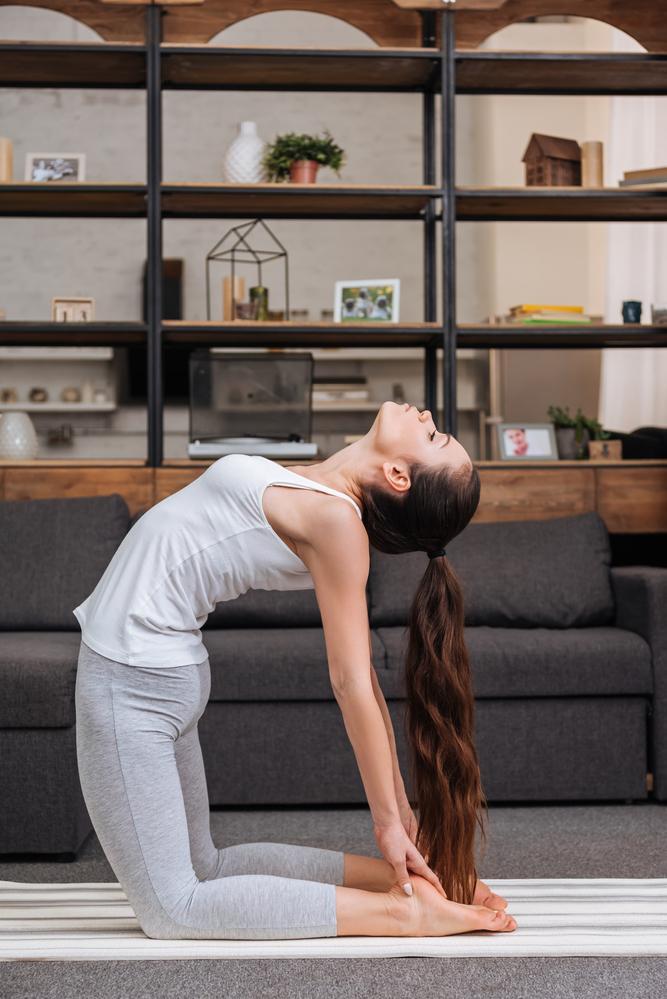 Поза верблюда в йоге / фото ua.depositphotos.com