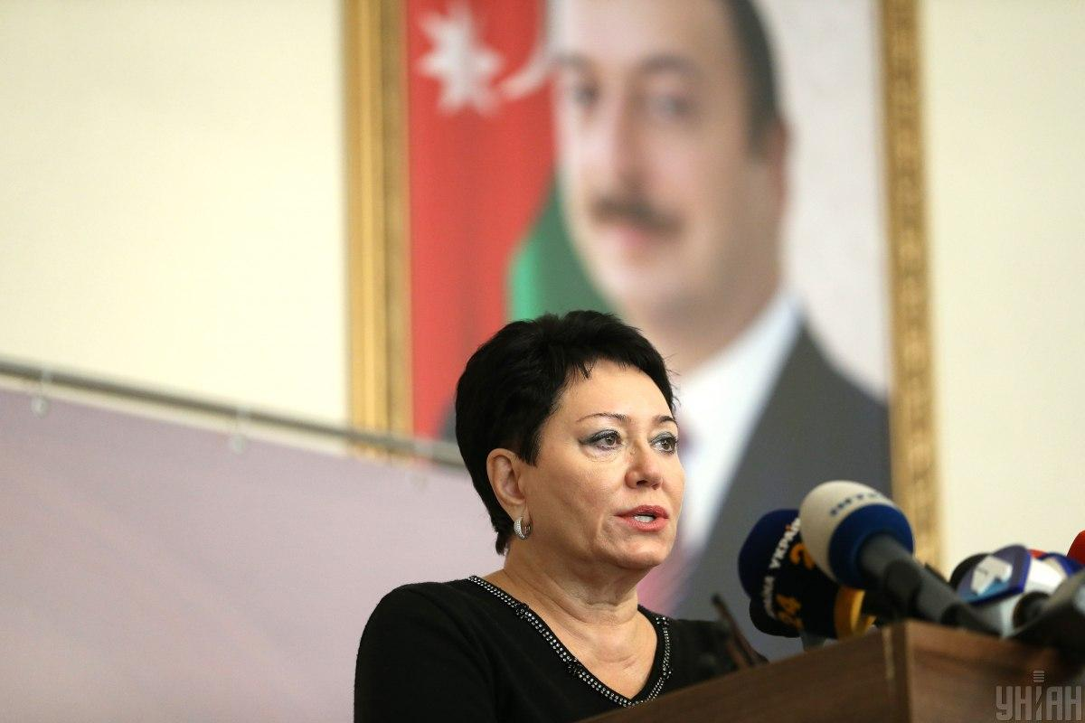 Посол Азербайджан в Украине Эльмира Ахундова на брифинге в Киеве / фото УНИАН, Вячеслав Ратинский