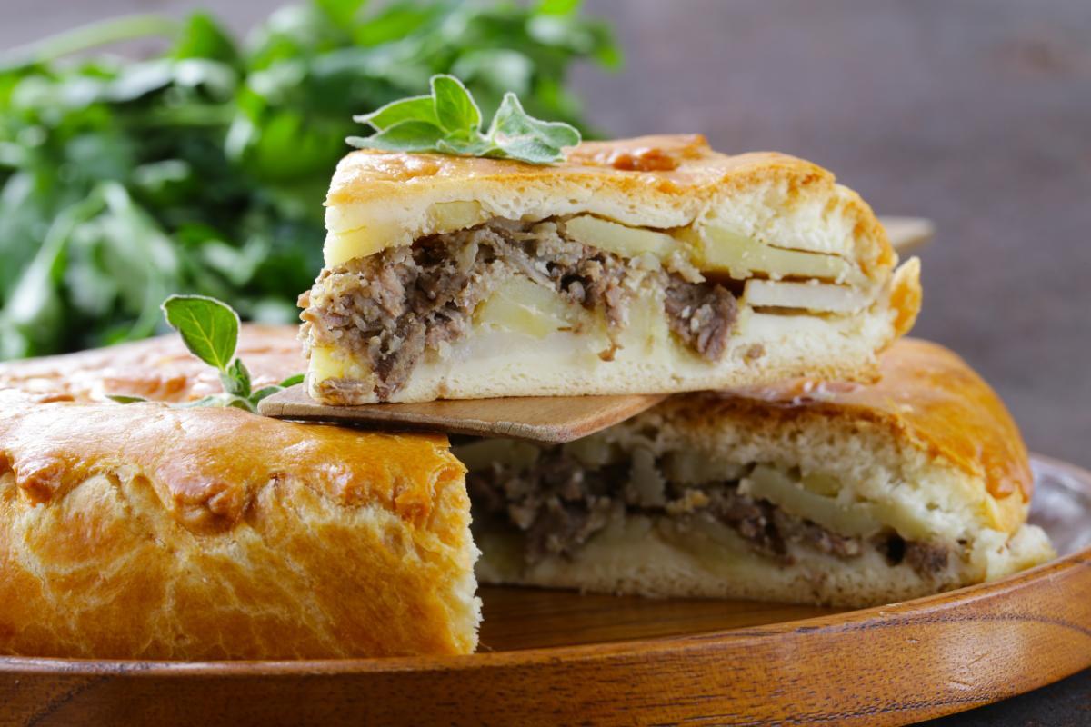 Рецепт домашнего мясного пирога / фото ua.depositphotos.com