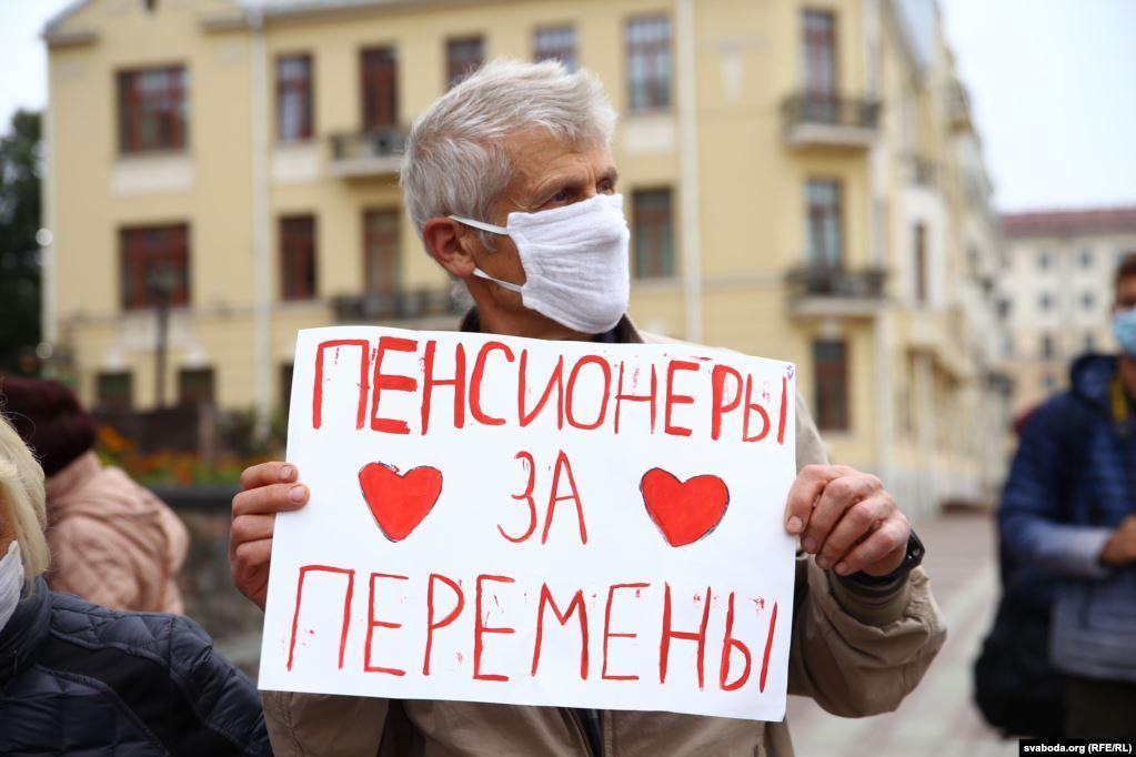 """Пенсионеры пообещали выходить на улицу с протестами каждый понедельник / фото """"Радио Свобода"""""""