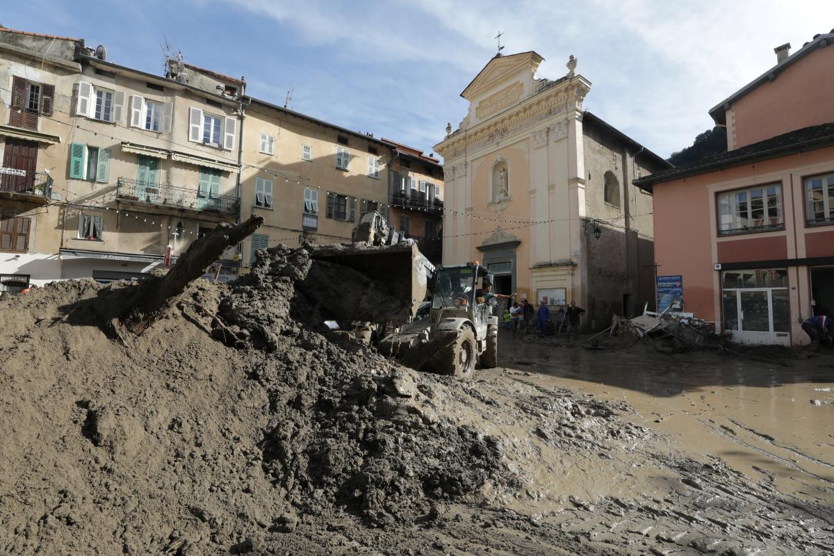 У Франції подекуди за добу випала чотиримісячна норма опадів/ фото REUTERS