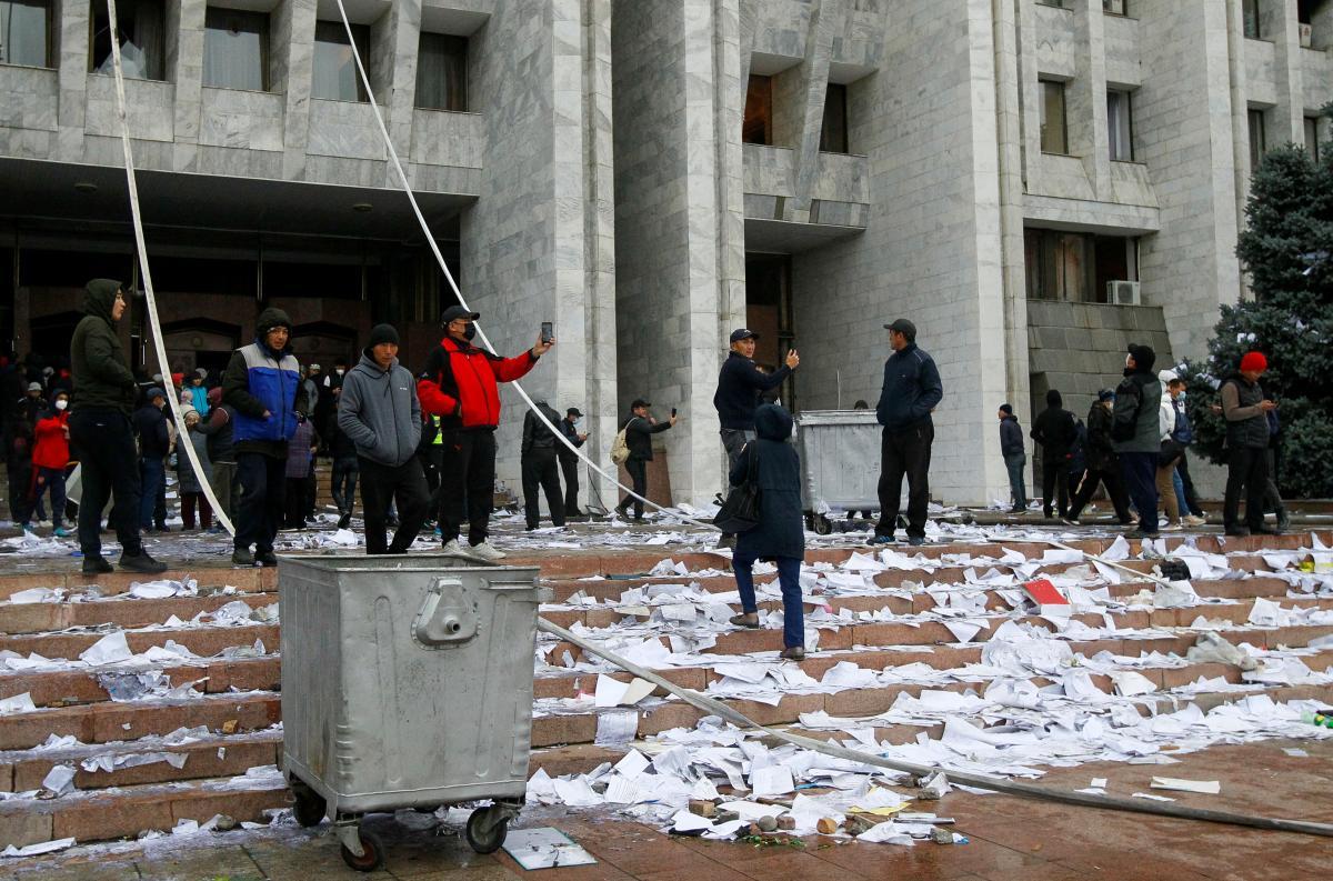 В Кыргызстане состоятся новые выборы/ REUTERS