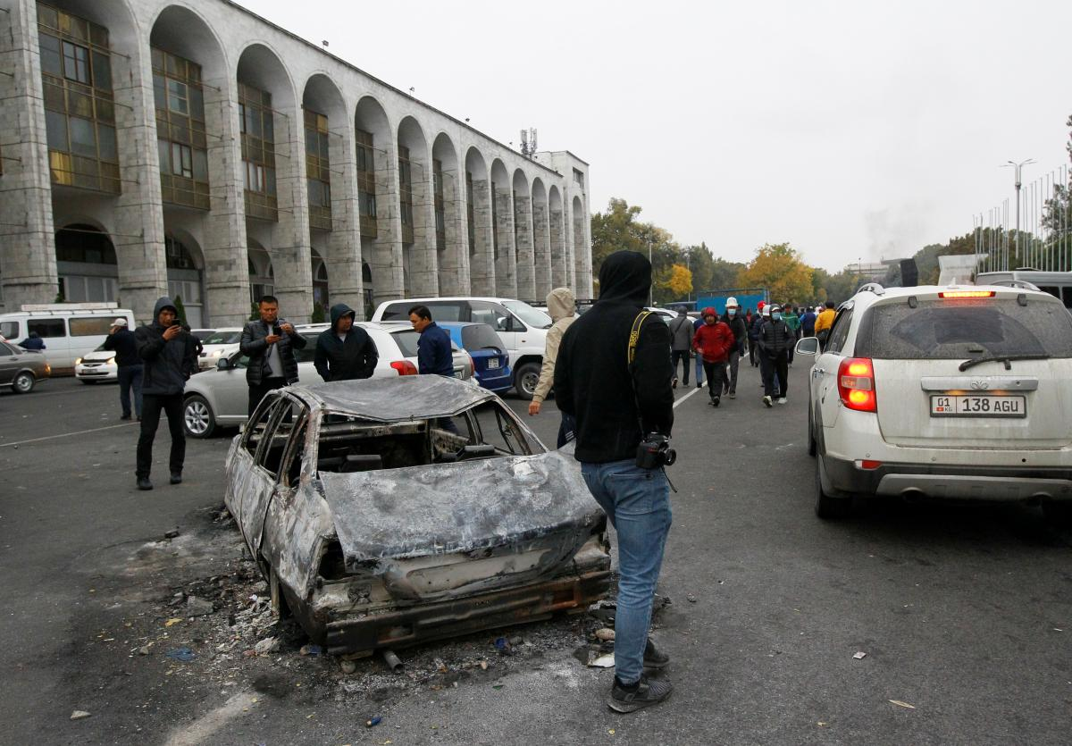 В Бишкеке ночью было неспокойно \ фото REUTERS