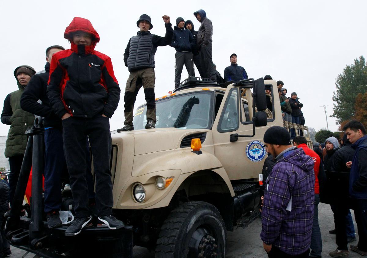 Пример Кирзигстана и Беларуси вдохновит других/ REUTERS