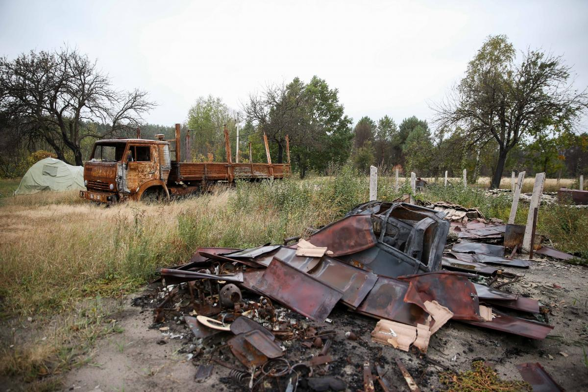 Владелец дома и сгоревшей машины в Островах все еще не получил компенсацию / фото Вячеслав Ратынский