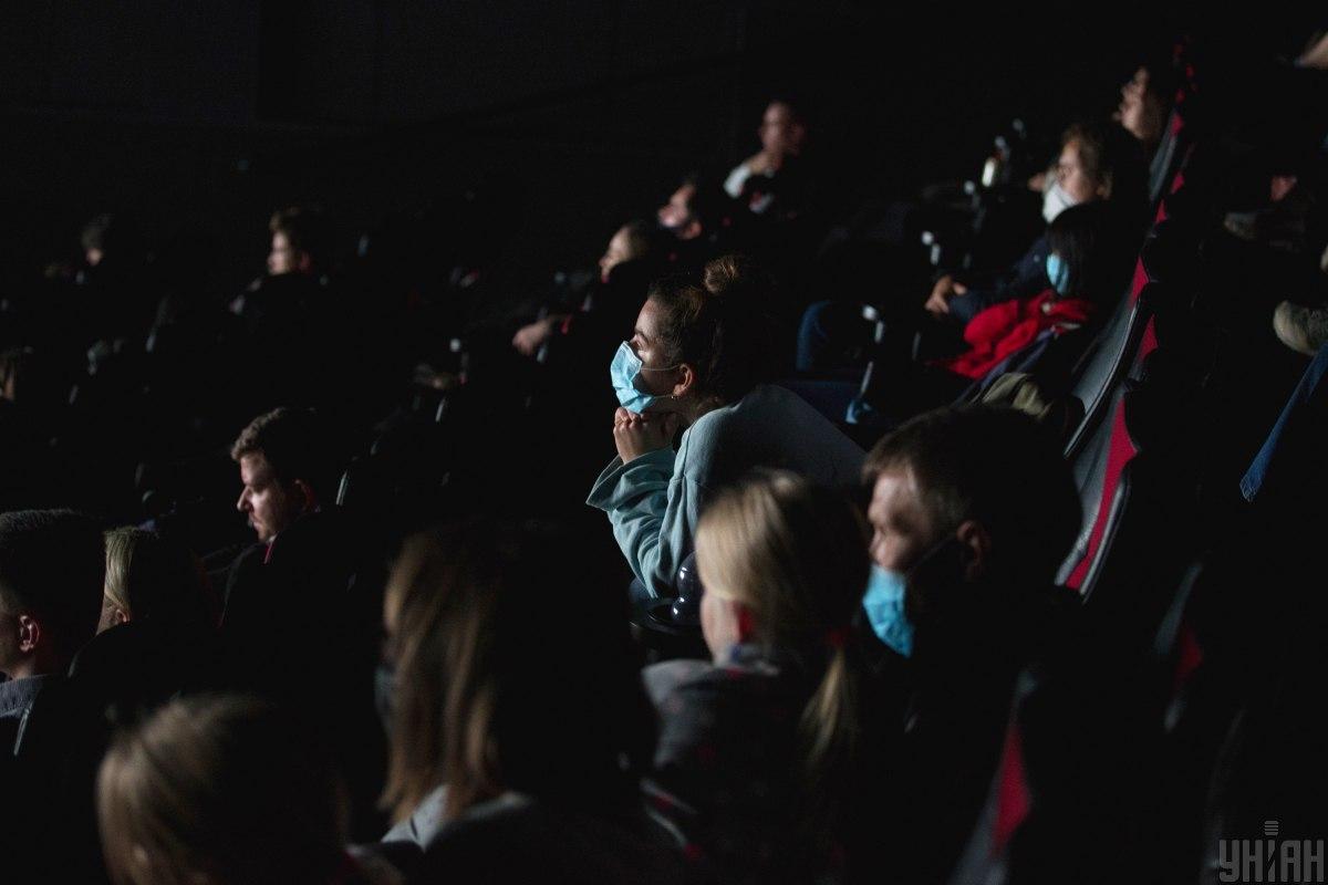 Кинотеатры, клубы, театры и другие учреждения сферы культуры будут работать и в период карантина / фото УНИАН (Вячеслав Ратинский)