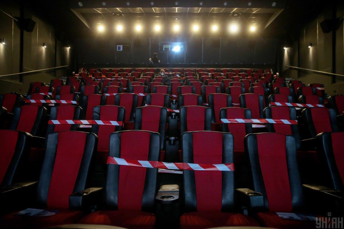 Во многих городах мира на протяжении всего 2020 года отменялись концерты и выставки, были пустые музеи и кинотеатры / фото УНИАН (Вячеслав Ратинский)