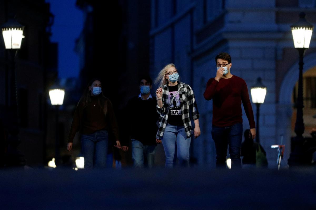 Италия ввела масковый режим / фото REUTERS