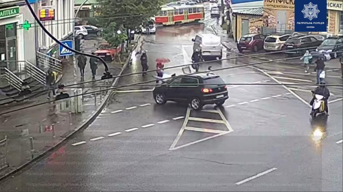 Патрульные оказали пострадавшей домедицинскую помощь / скриншот из видео