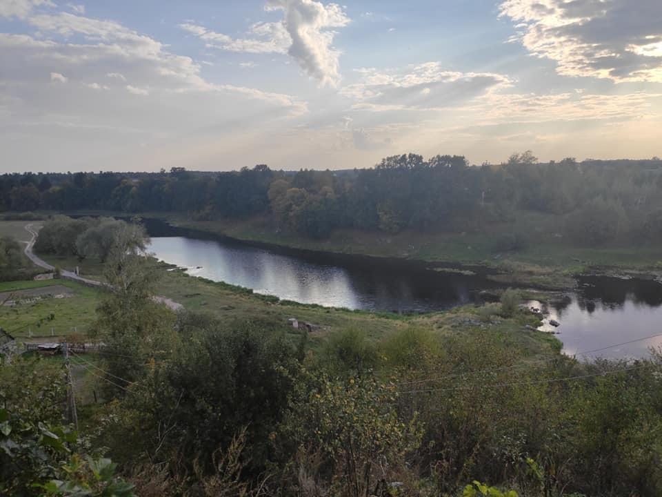 Вид на річку Случ з окольного міста на території городища / Фото Андрія Петраускаса