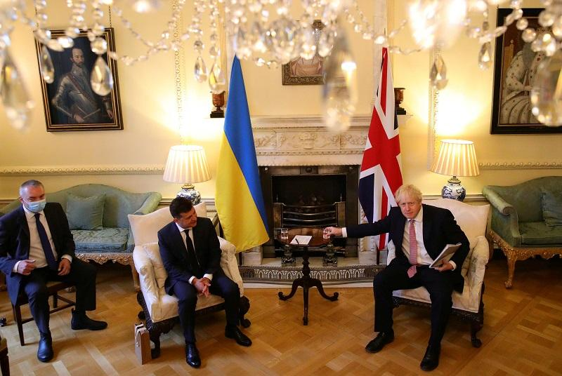Зеленский находится с визитом в Британии \ фото REUTERS