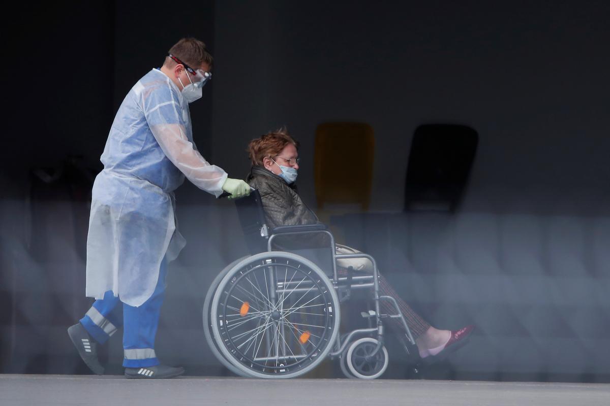 Підготовлені для прийому хворих на COVID-19 столичні медзаклади заповнені майже на 73% / фото REUTERS