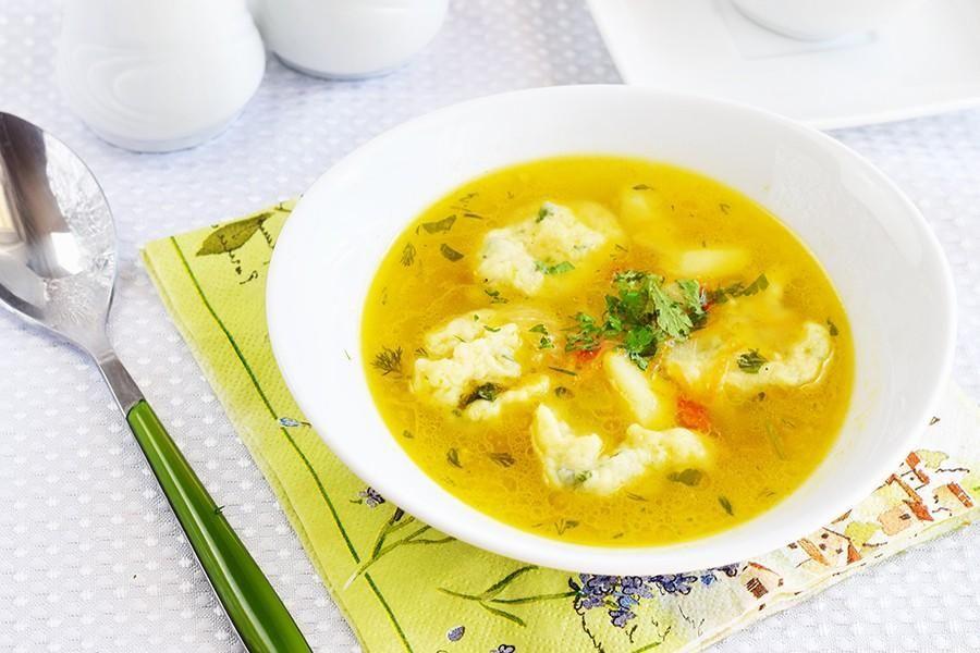 Как приготовить суп с галушками / фото 1000.menu