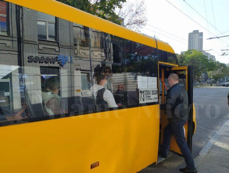 Коли маршрутка вирушила, жінка розкашлялася ще більше / фото nashemisto.dp.ua