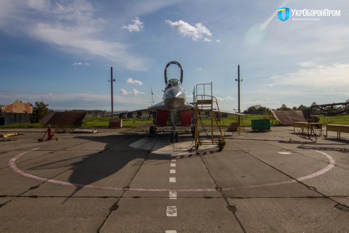 """Военные получили модернизированный самолет МиГ-29МУ1 / фото """"Укроборонпром"""""""