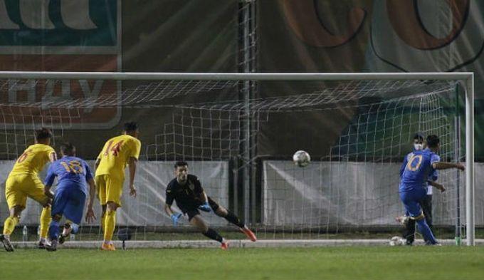 Победный мяч Украина забила с пенальти / фото УАФ