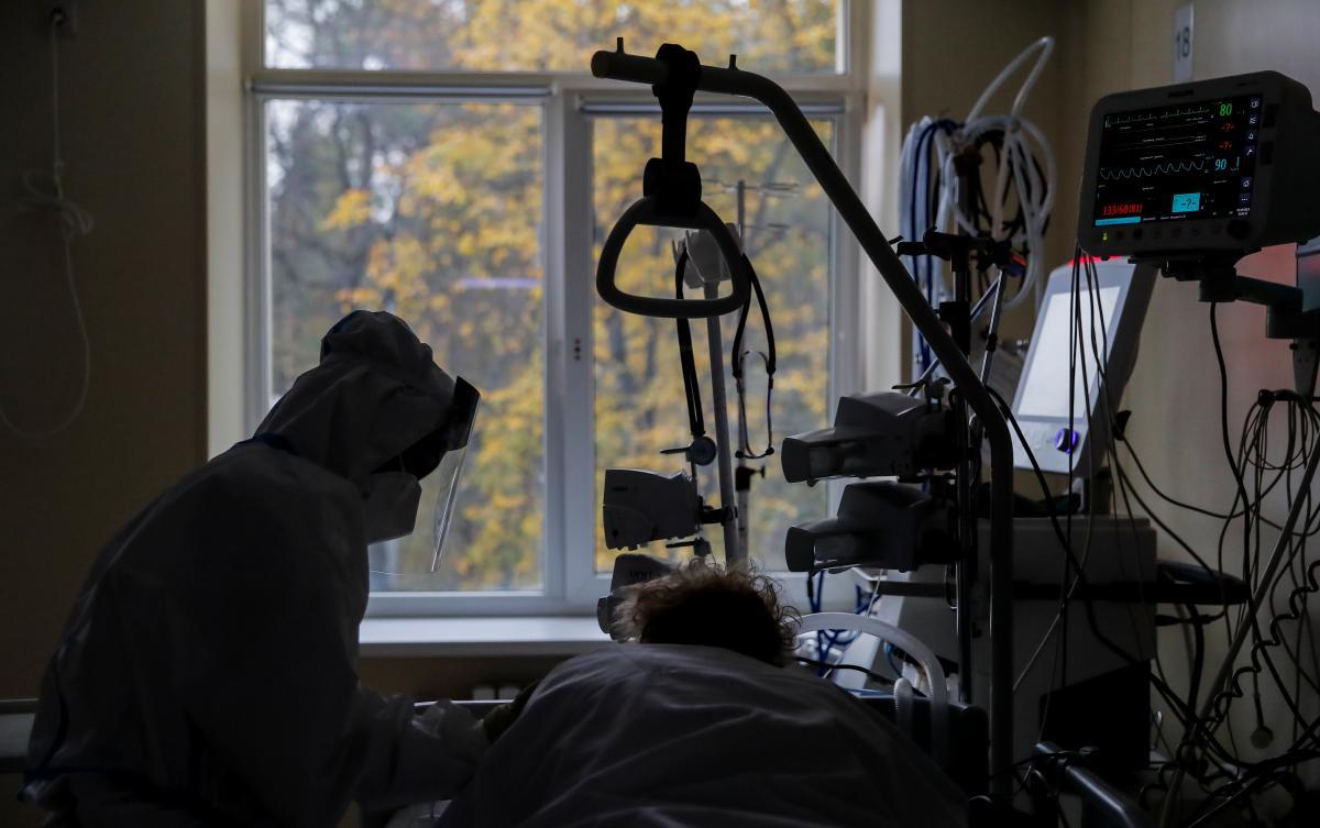 Врач объяснила, что в Украине происходит постоянный рост количества больных / фото REUTERS