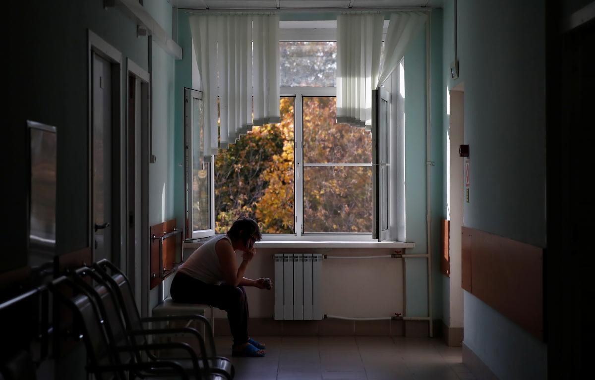 Директор инфекционной больницы Львова объяснил, почему госпитализируют не всех тяжелобольных COVID-19 / REUTERS
