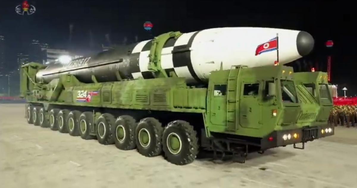 Для транспортировки новой ракеты понадобилось транспортное средство с 22 колесами / Скриншот