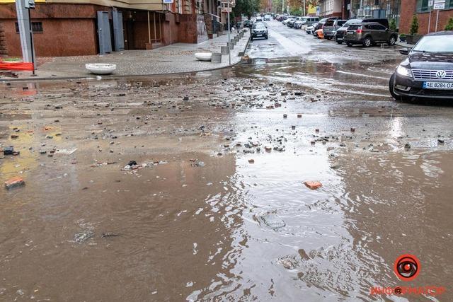 Днепр затопило: в городе проблемы с ливневками / Фото Информатор