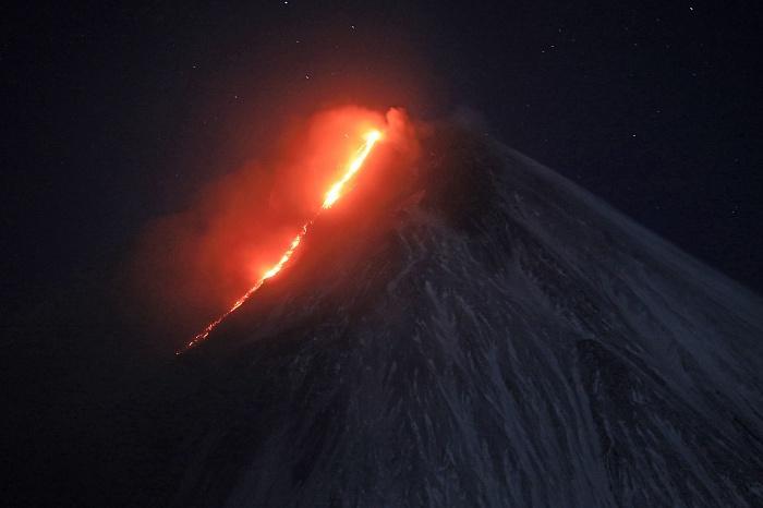 Протяженность потока лавы достигла 1 км / Фото Ю.Демянчук