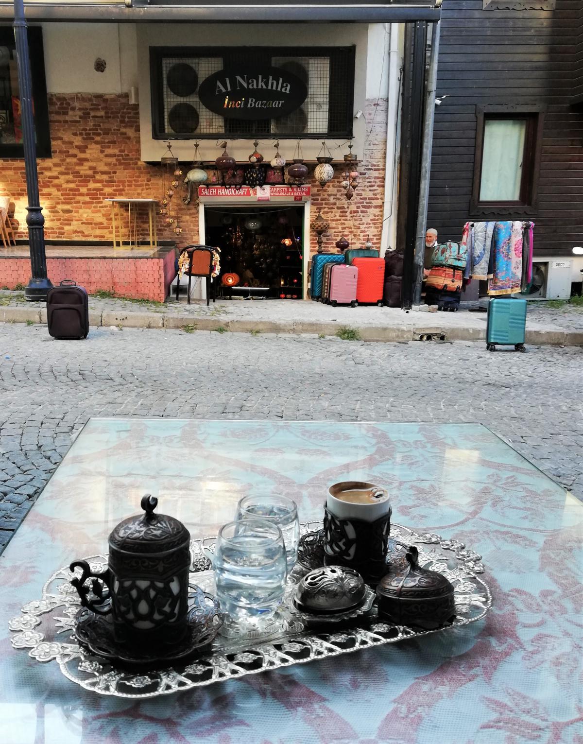 А подача кофе в Стамбуле - целое искусство / фото Марина Григоренко