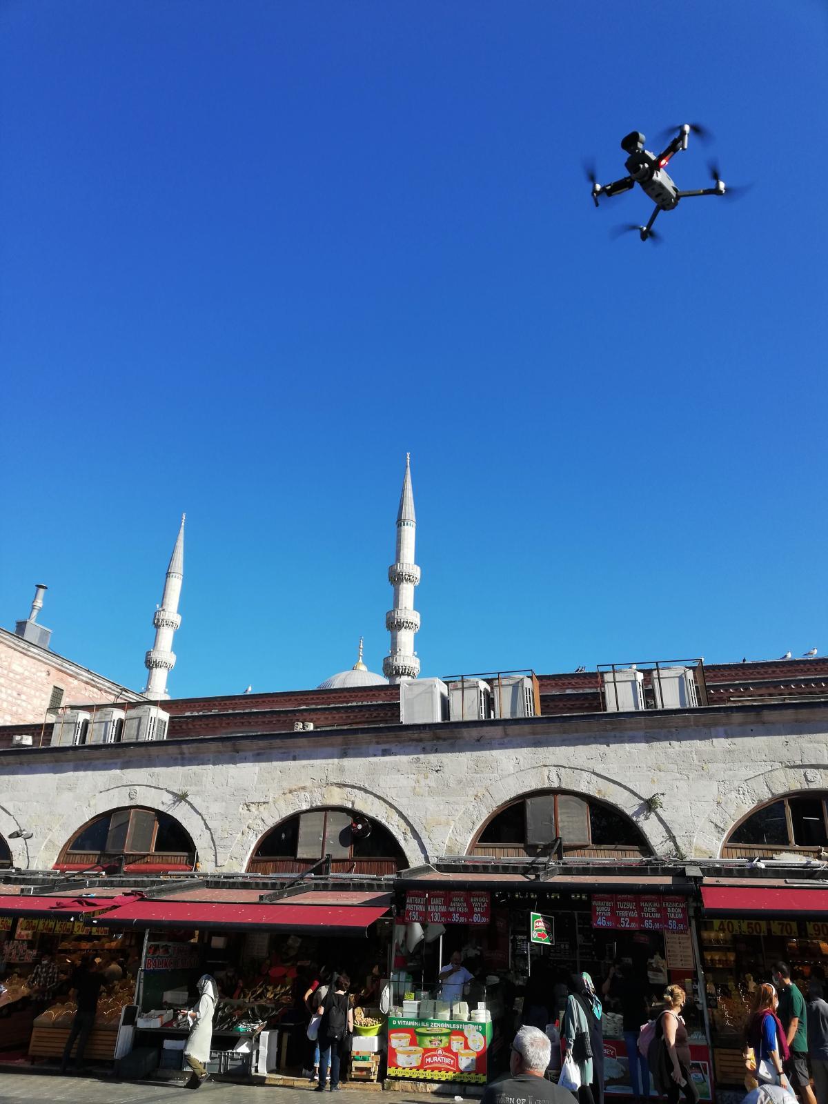 За масочным режимом в Стамбуле также следят дроны / фото Марина Григоренко