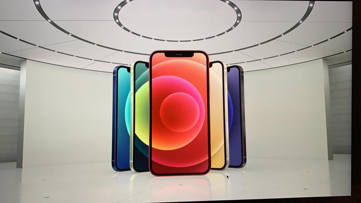 Новый смартфон представлен в пяти цветах - черный, белый, красный, зеленый и синий/ фото с презентации Apple