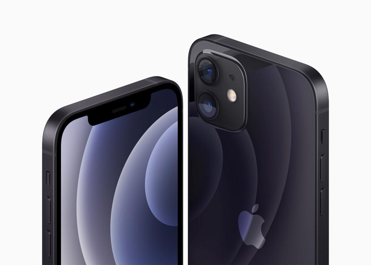 В Бразилии недовольны решением Apple по зарядкам к iPhone  / фото REUTERS