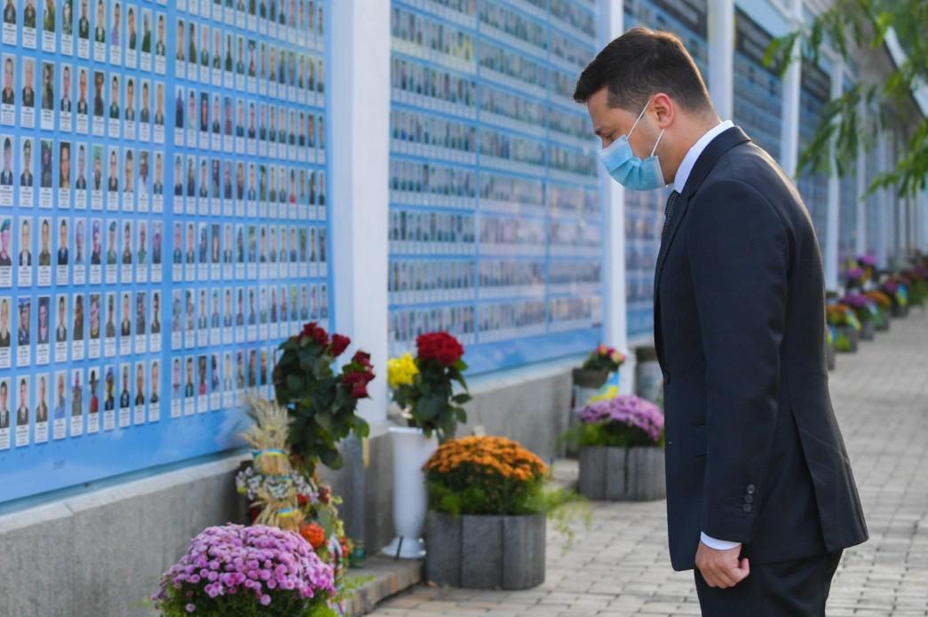 Зеленский почтил память погибших воинов / фото president.gov.ua
