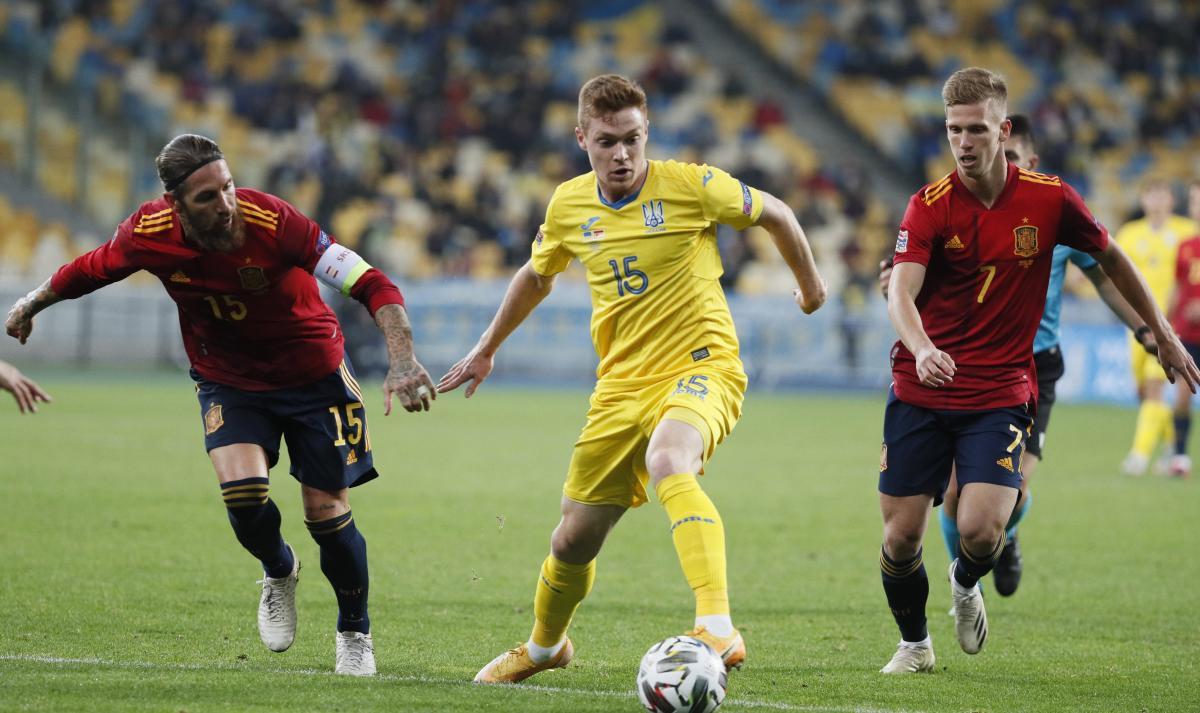 Віктор Циганков у матчі з Іспанією / фото REUTERS