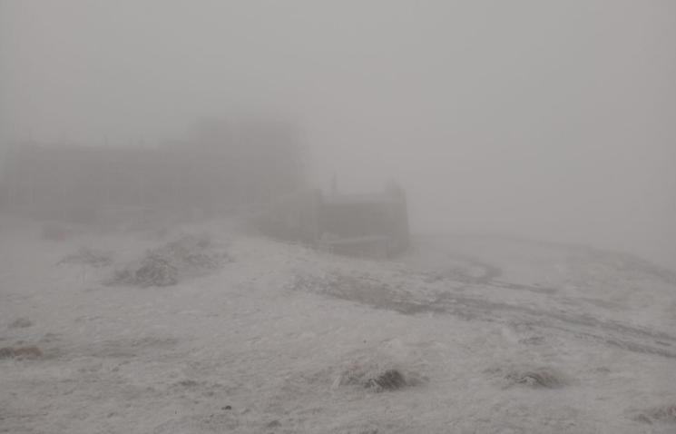 Температура повітря на г. Піп Іван Чорногірський опустилася нижче нуля / Facebook чорногорського гірського пошуково-рятувального поста