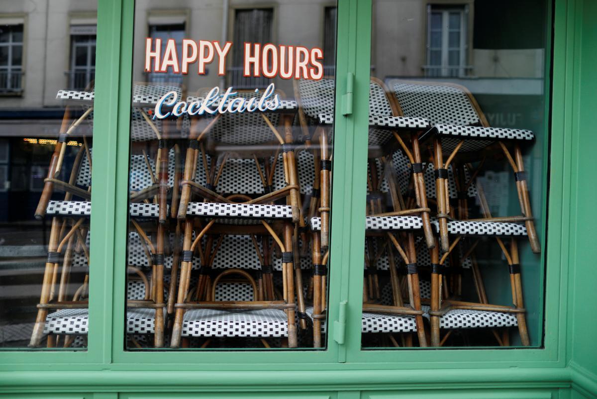 Зачинений бар в Парижі / фото REUTERS
