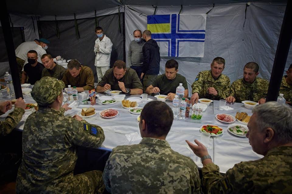 """""""Придумати, що військовим на Донбасі не подали їжу, - це дно"""", - написав Єрмак / фото facebook.com/Андрей Єрмак"""