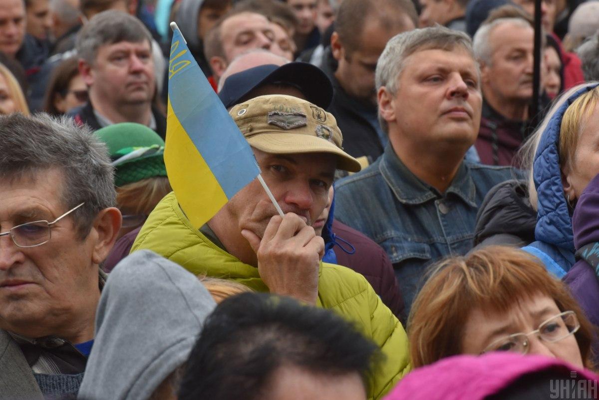 Украинцы могут объединяться и заботиться о себе без привлечения власти \ Фото УНИАН
