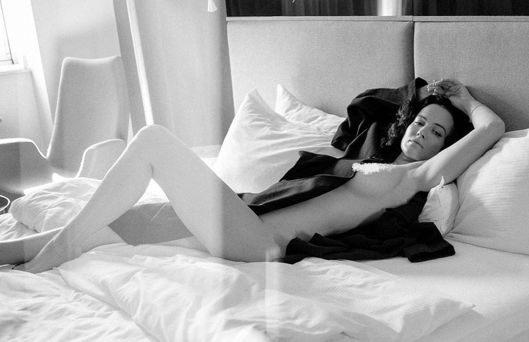Астафьева снялась в эротической фотосессии / фото instagram.com/da_astafieva