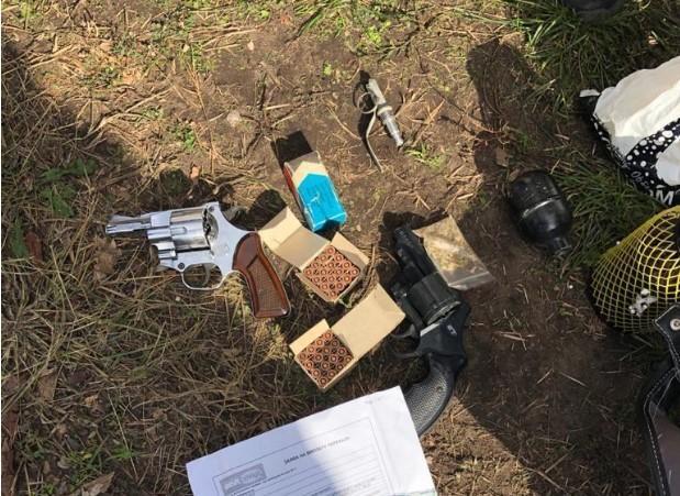 Владелец квартиры, где нашли оружие, задержан / фото КГГА
