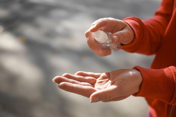 Антисептик для рук в домашних условиях / фото pinterest.com