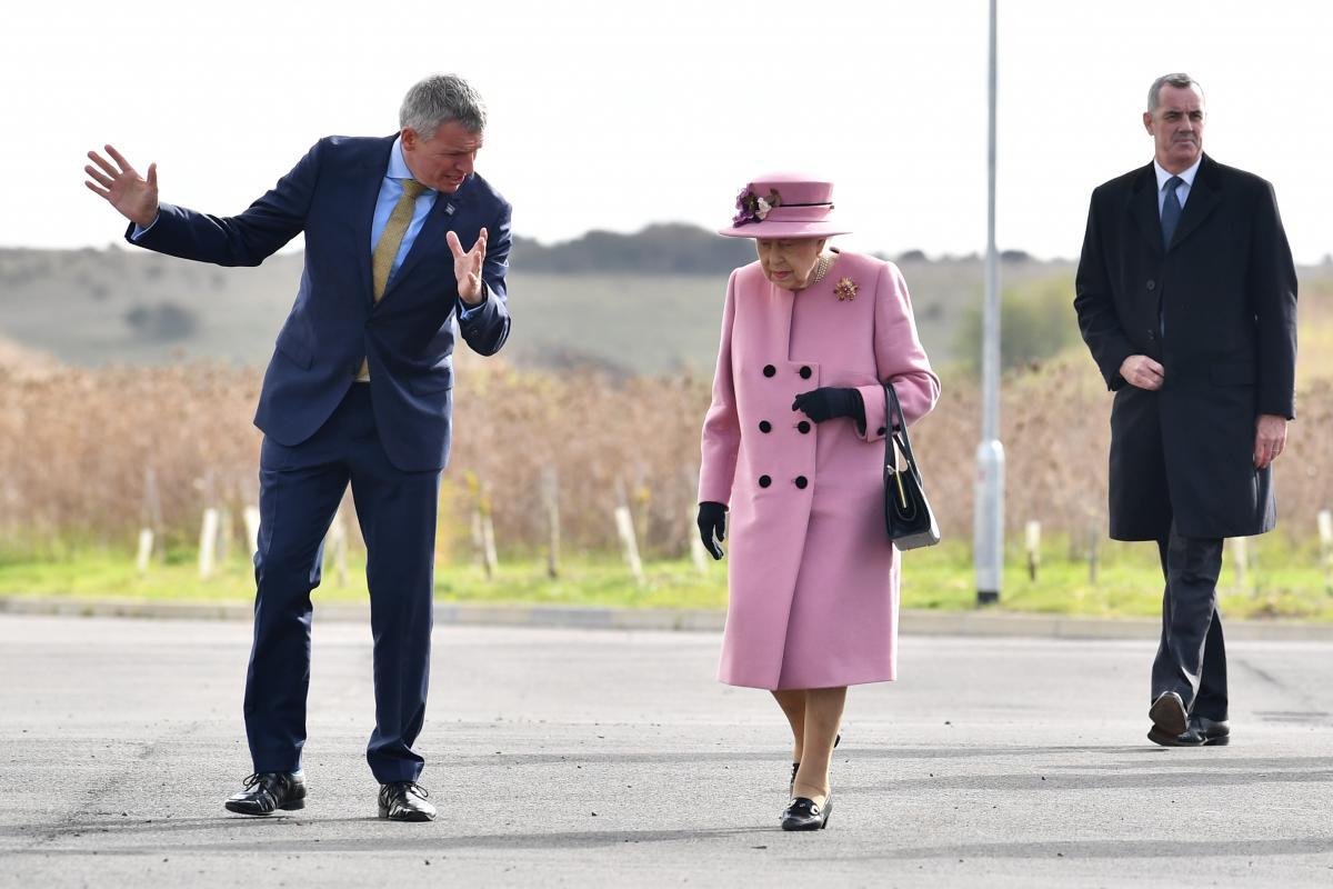 Королева Елизавета II посетила первое мероприятие после карантина / фото REUTERS