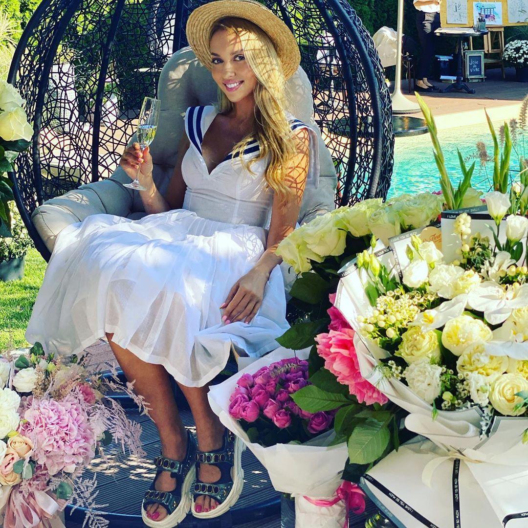 Оля Полякова захопила фанатів новим фото / фото instagram.com/polyakovamusic