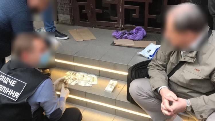 Голову ДВК в Одесі затримали при отриманні $43 тисяч / фото od.gp.gov.ua