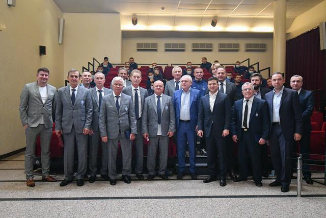 Зеленський привітав ветеранів із 45-річчям перемог у двох єврокубках / фото facebook.com/fcdynamoua