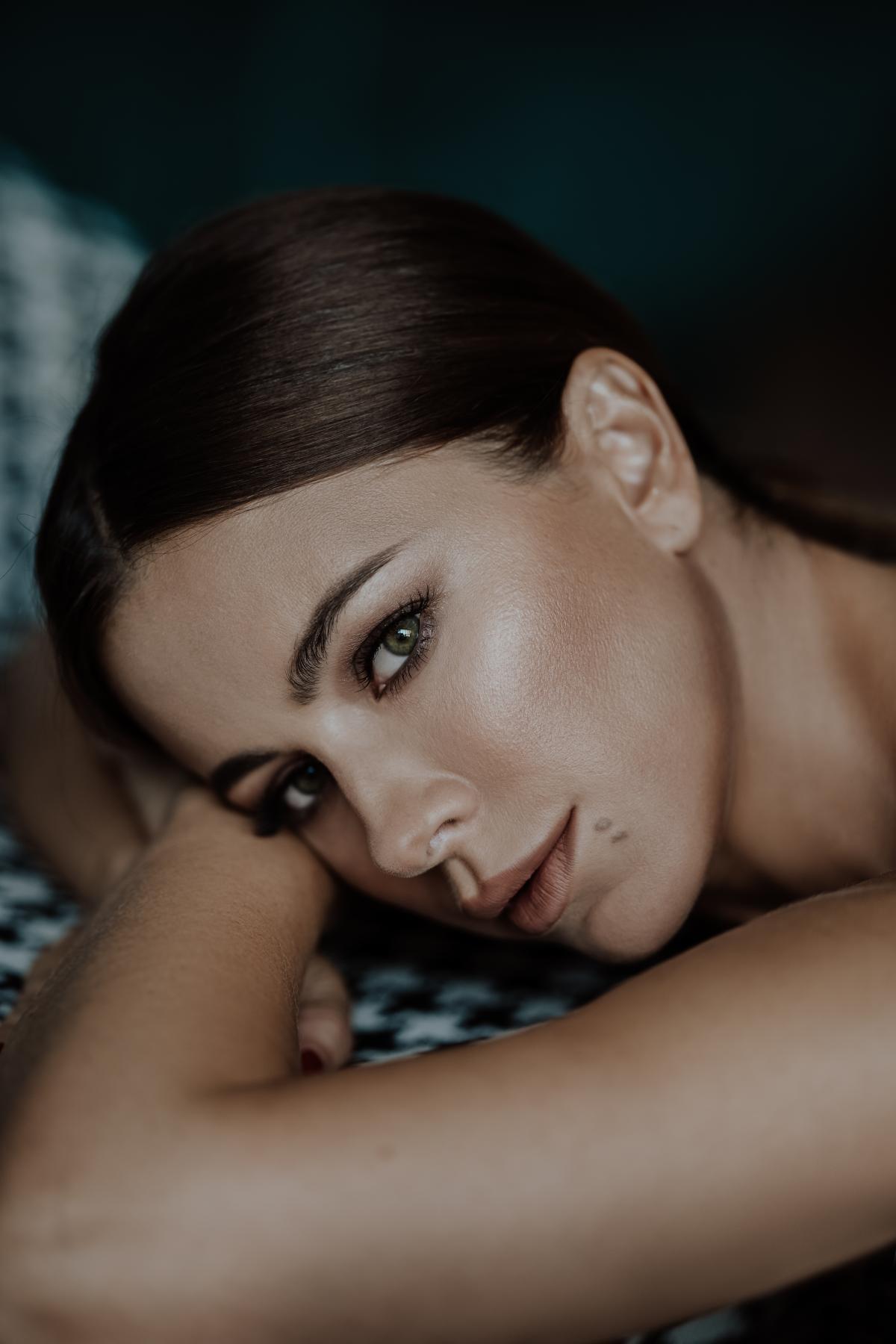 Баллада «Страдаем и любим» очень близка певице - она основана на реальных событиях / пресс-служба Ани Лорак