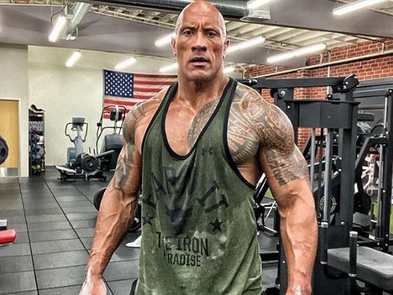 """Зараз """"Скеля"""" Джонсон воліє ходити лисим / фото Двейн Джонсон, Instagram"""