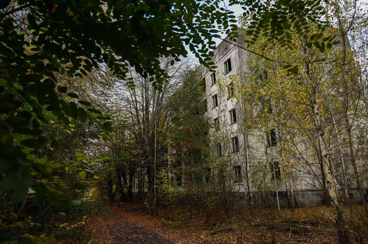 Частный сектор разрушен практически полностью, многоэтажки еще держатся / фото УНИАН, Вячеслав Ратынский