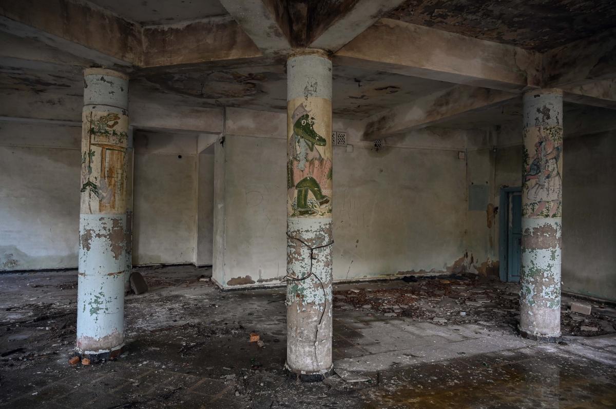 Стены бывшего универмага/ фото УНИАН, Вячеслав Ратынский