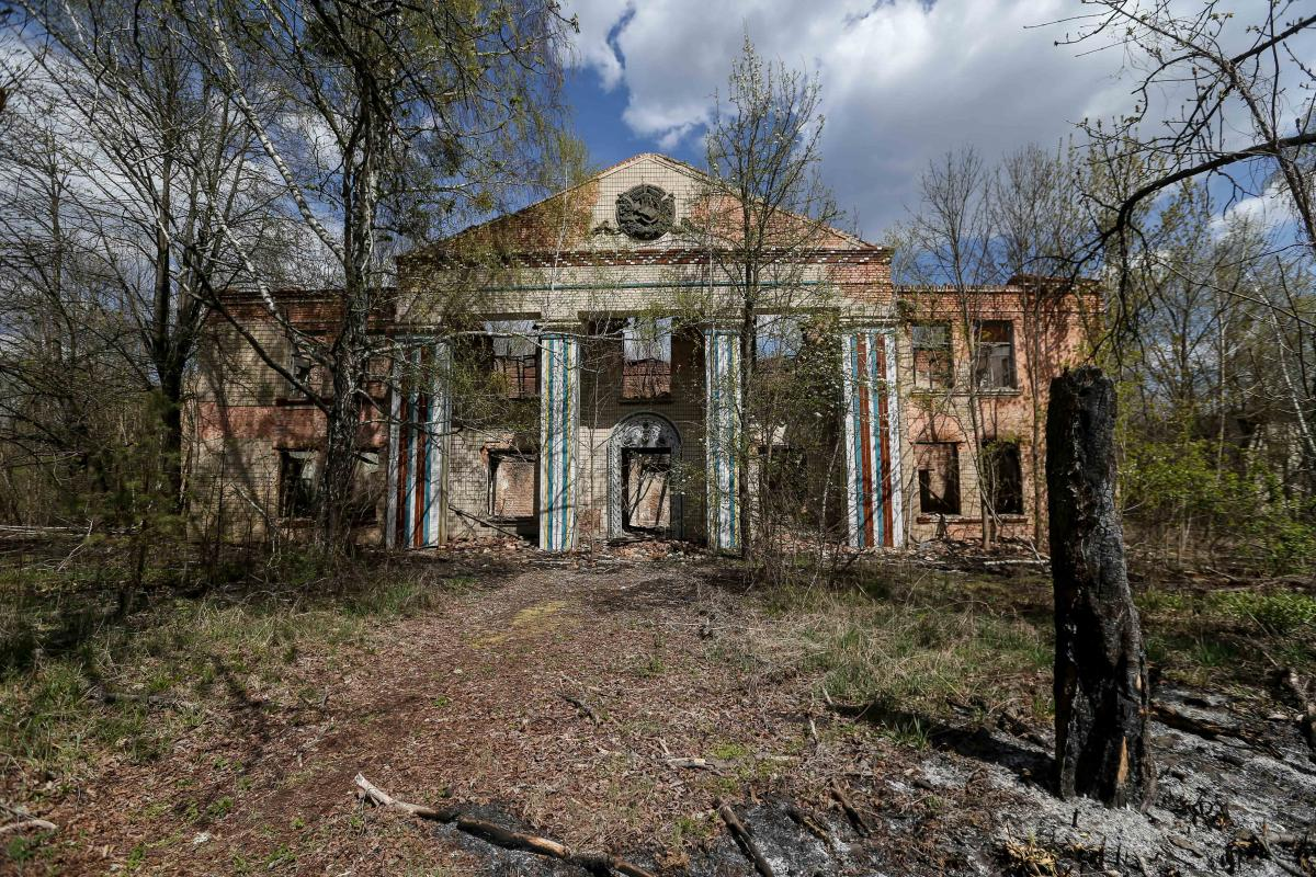 Руины дома культуры / фото УНИАН, Вячеслав Ратынский