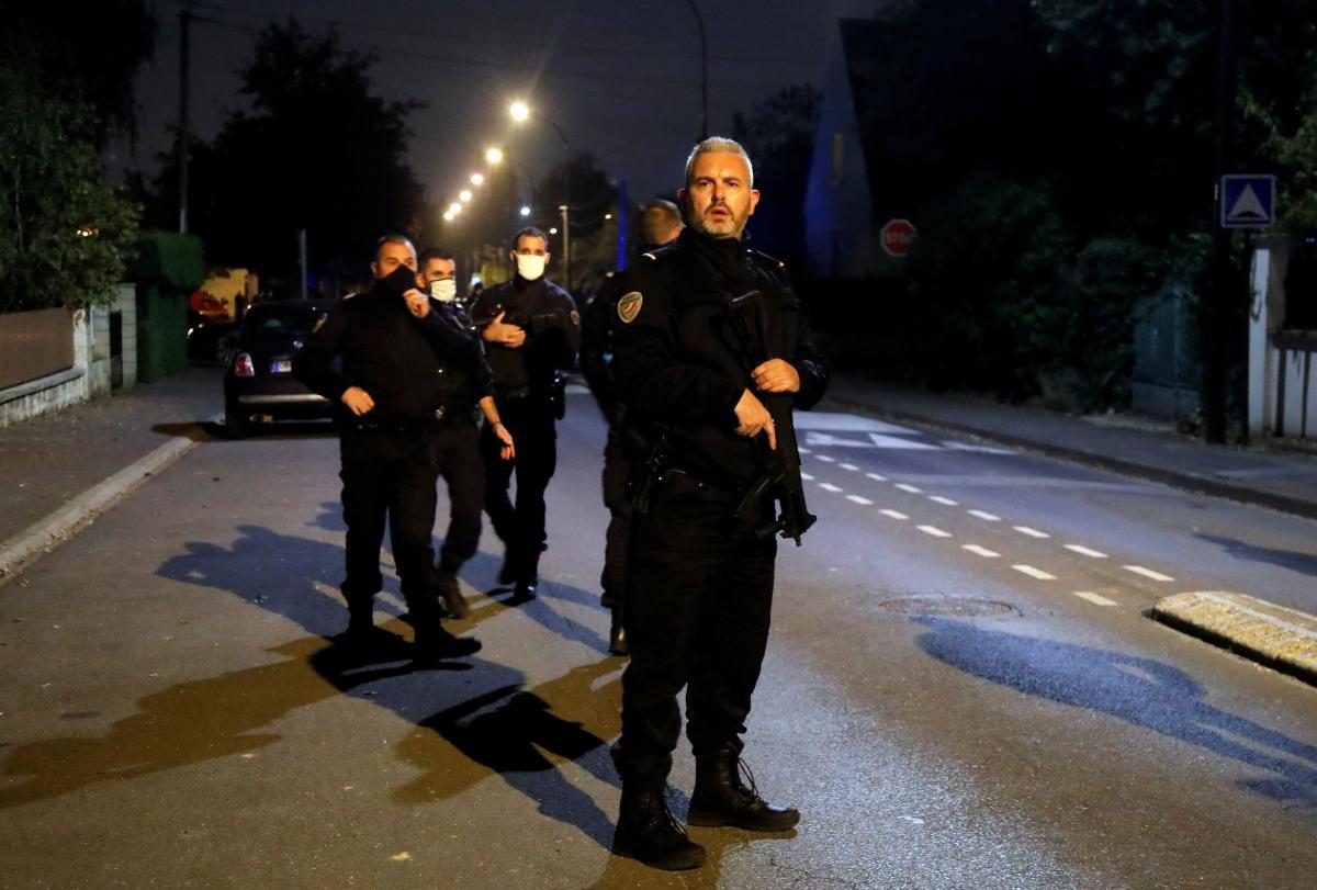 Из-за расправы с учителем во Франции задержали четырех человек / фото REUTERS