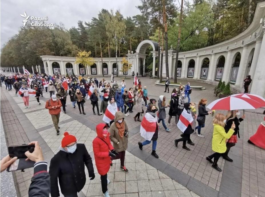 Студенты и женщины двумя разными маршами направляются в центр столицы / фото Радио Свобода