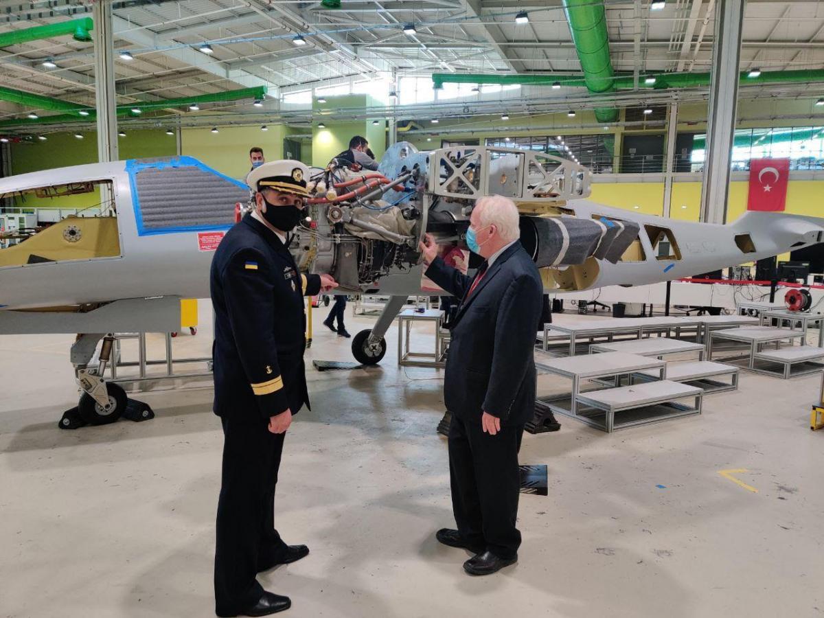 Украина и Турция обсудили возможность установки двигателей украинского производства на турецкие системы вооружения / фото mil.gov.ua